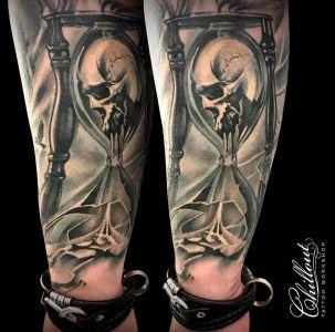Татуировка песочные часы и череп