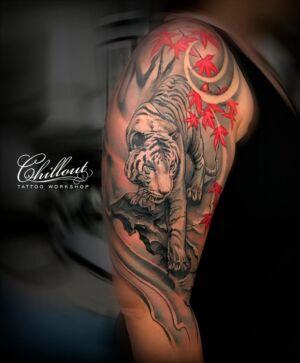 Татуировка крадущийся тигр на руке. TIGER JAPAN.