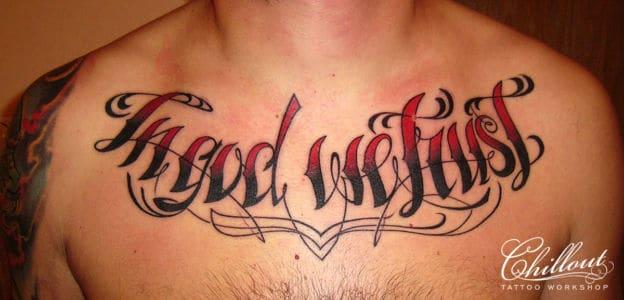 Татуировка надпись на груди In God We Trust