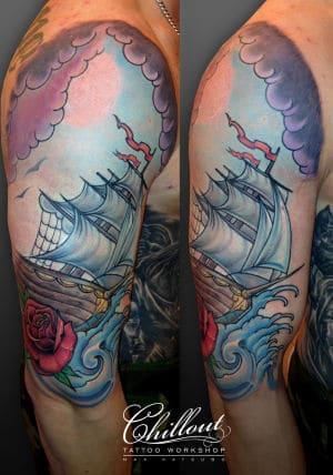 Тату Корабль в море