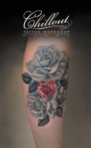 Чёрно - белая татуировка розы