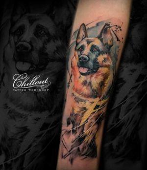 Татуировка овчарка на руке